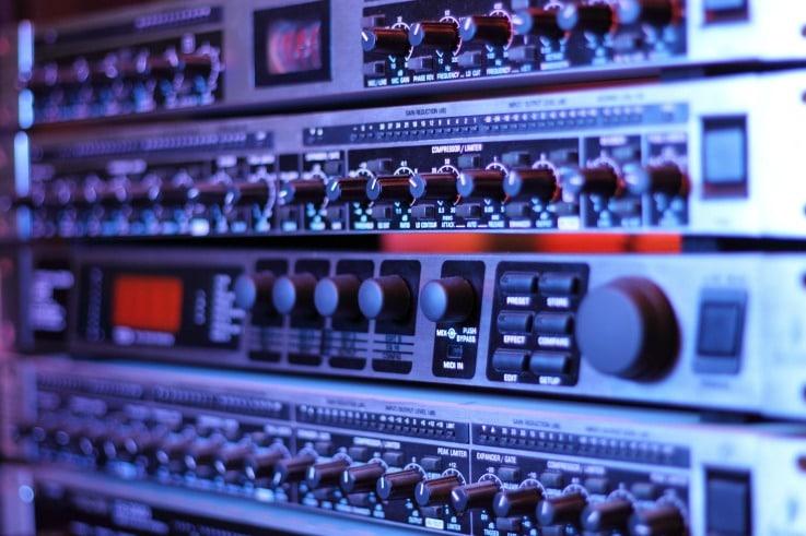fm radio retail tech