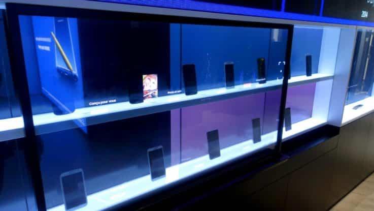 Paris retail tech displays