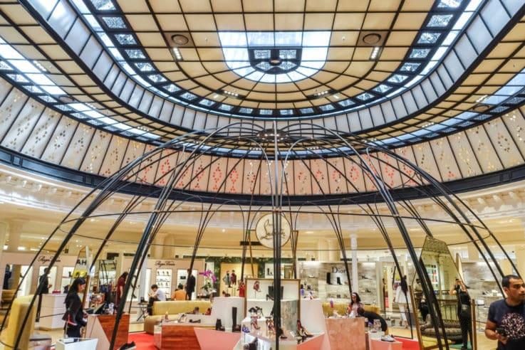 retail VM luxury store