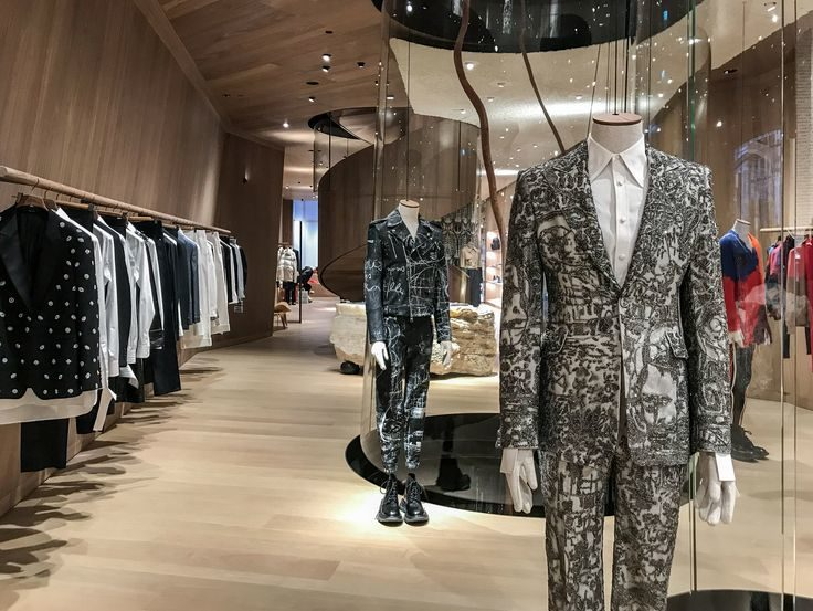 7b030037fbab3 30 Top Luxury Retail Stores for 2019